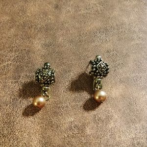 Jewelry - Silver Lever Back Earring with Champagne Pearl